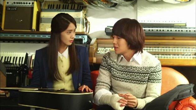 eHB6YmN1MTI=_o_k-drama-love-rain-k-drama-love-rain---episode-02-part1--.jpg